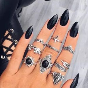 Jewelry - JUST IN🌷 Demitris Rings Set